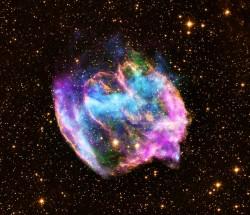 X線を使った宇宙の画像(星が爆発したなごり、中心にはブラックホールがあるかも?)Credits: X-ray: NASA/CXC/MIT/L.Lopez et al; Infrared: Palomar; Radio: NSF/NRAO/VLA