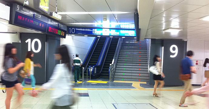 06新宿駅サイン