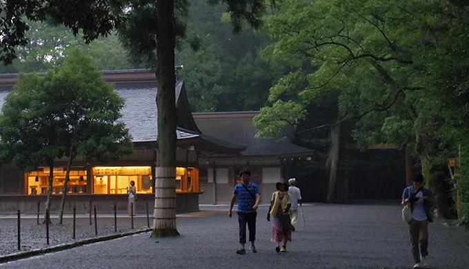 早朝の神社は、人が少なくてオススメです!